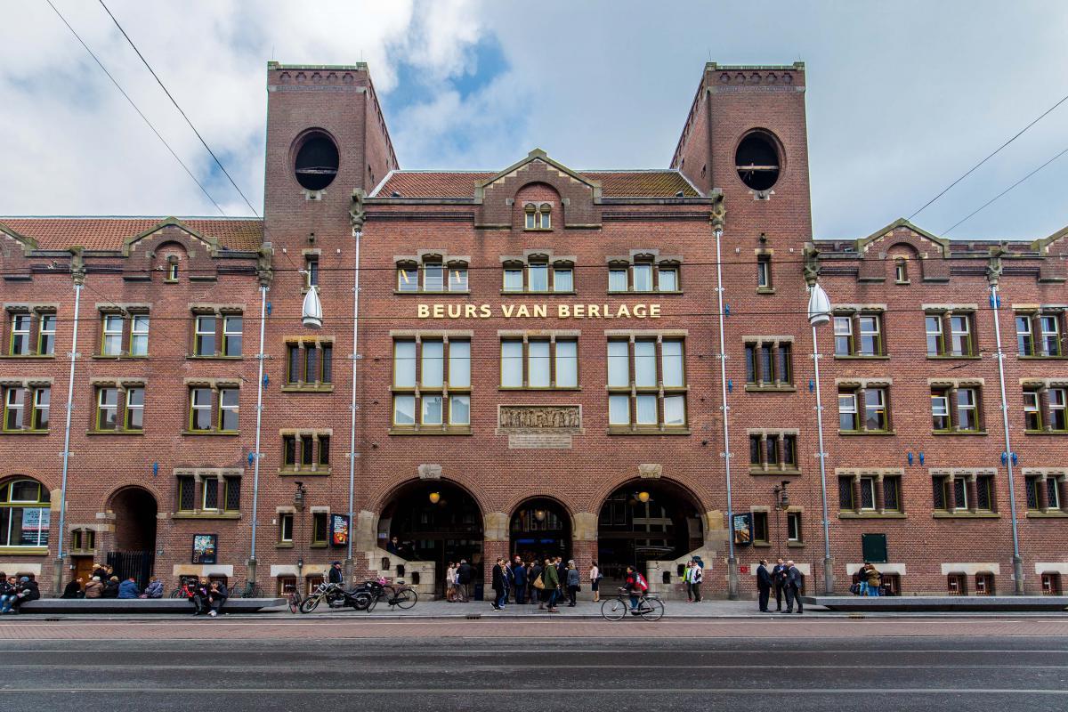 Здание Амстердамской биржи